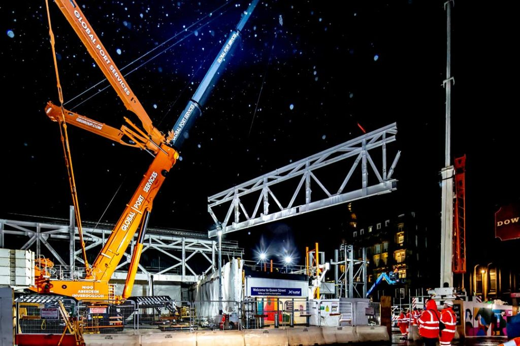 Construction-photographer-James-Thompson-image-of-100t-truss-lift-at-Queen-Street-Railway-Station-Glasgow-Jan-2019